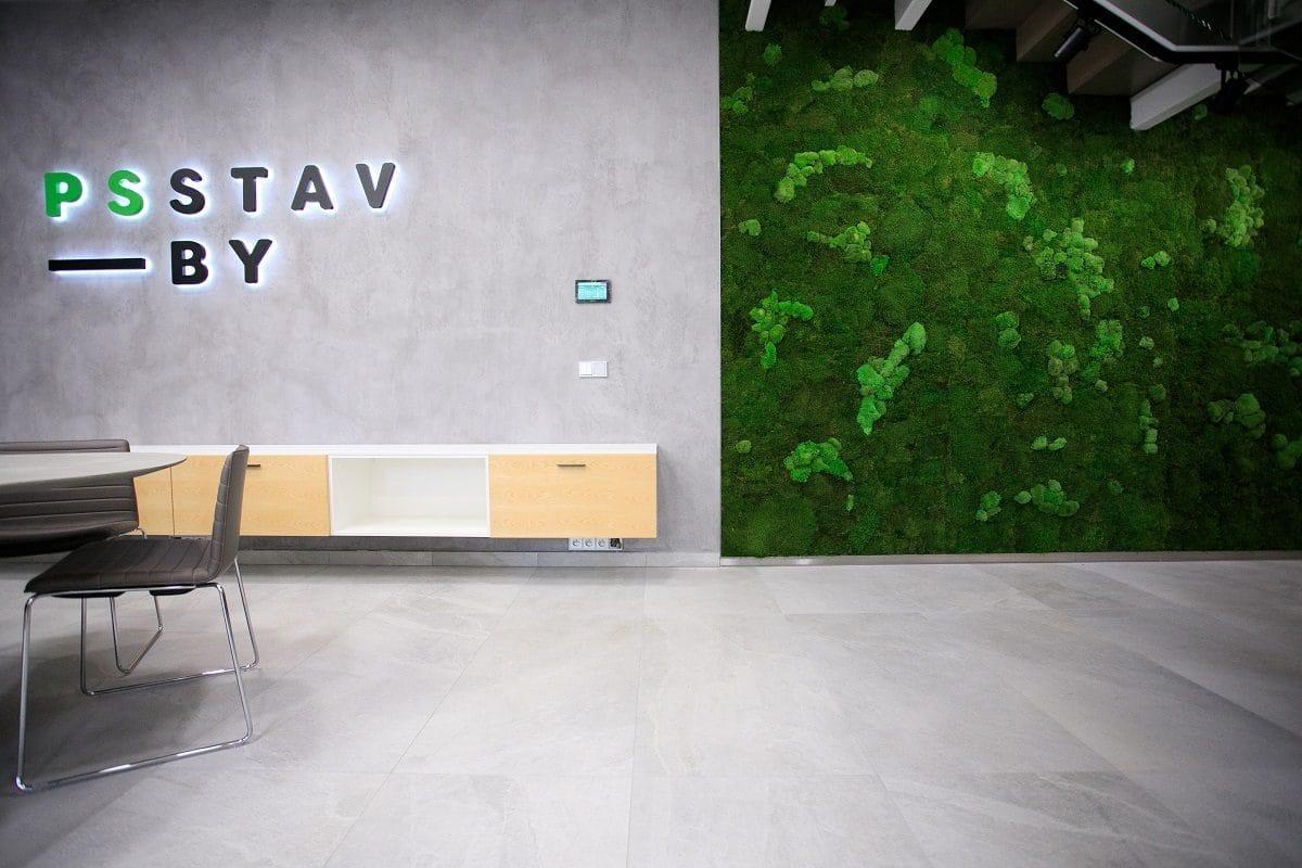 stena z machu do kancelarie